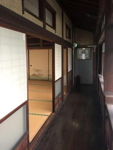Intérieur du ryokan Houraiya à Saiki, architecture traditionnelle japonaise