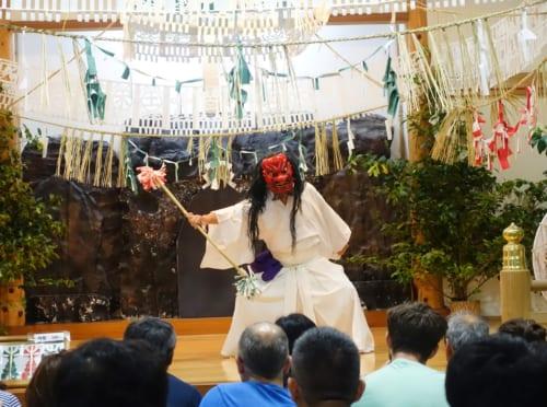 Troisème acte du kagura de Takachiho : la danse de Totori