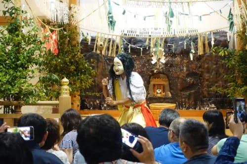 Quatrième acte du kagura de Takachiho : la danse de Goshintai