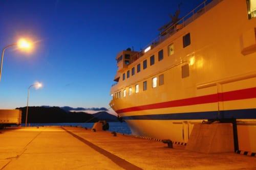 Le ferry, prêt à partir de Fukuoka en direction d'Ojika