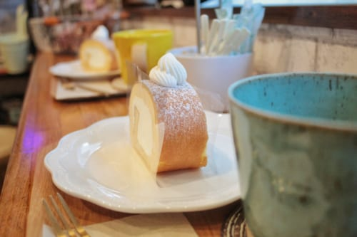 Roulé à la crème dans la boulangerie Tan Tan à Ojika