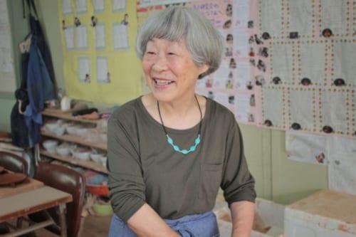 Mme Udo, qui anime l'atelier d'Akatsuchi Pottery Experience à Ojika, Ngasaki
