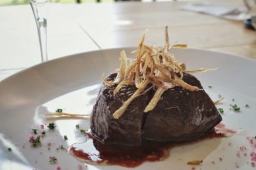 Pièce de bœuf wagyu au restaurant du vignoble de Kikuka