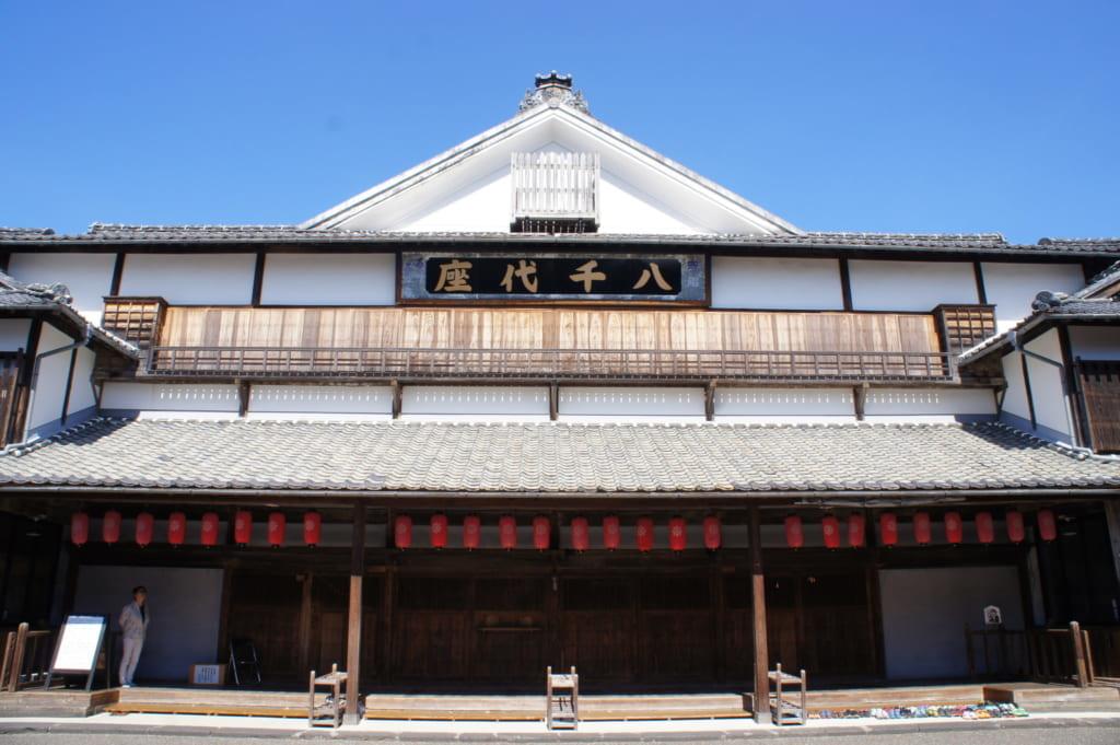 Le théâtre Yachiyoza vu de l'extérieur