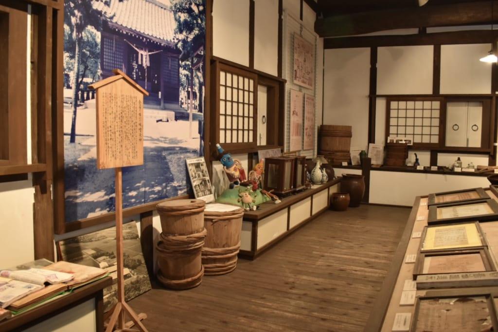 Vue de l'exposition du musée Yamauchi Honten du miso et de la sauce soja