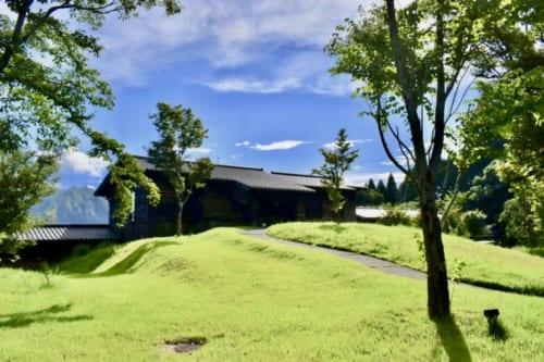 Le ryokan Konomama à Kumamoto, entre le vert de la pelouse et le bleu du ciel