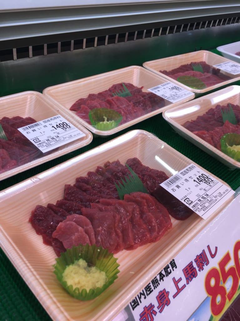 Barquettes de sashimis de cheval, une spécialité de Kumamoto