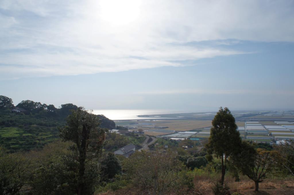 Vue sur la mer d'Ariake depuis le Kusamakura onsen Tensui, à Kumamoto