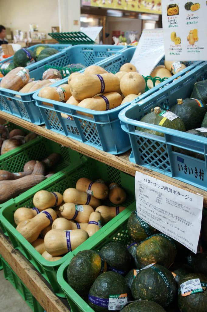 Courges en vente à Ikki Mura, magasin de produits locaux de Nankan