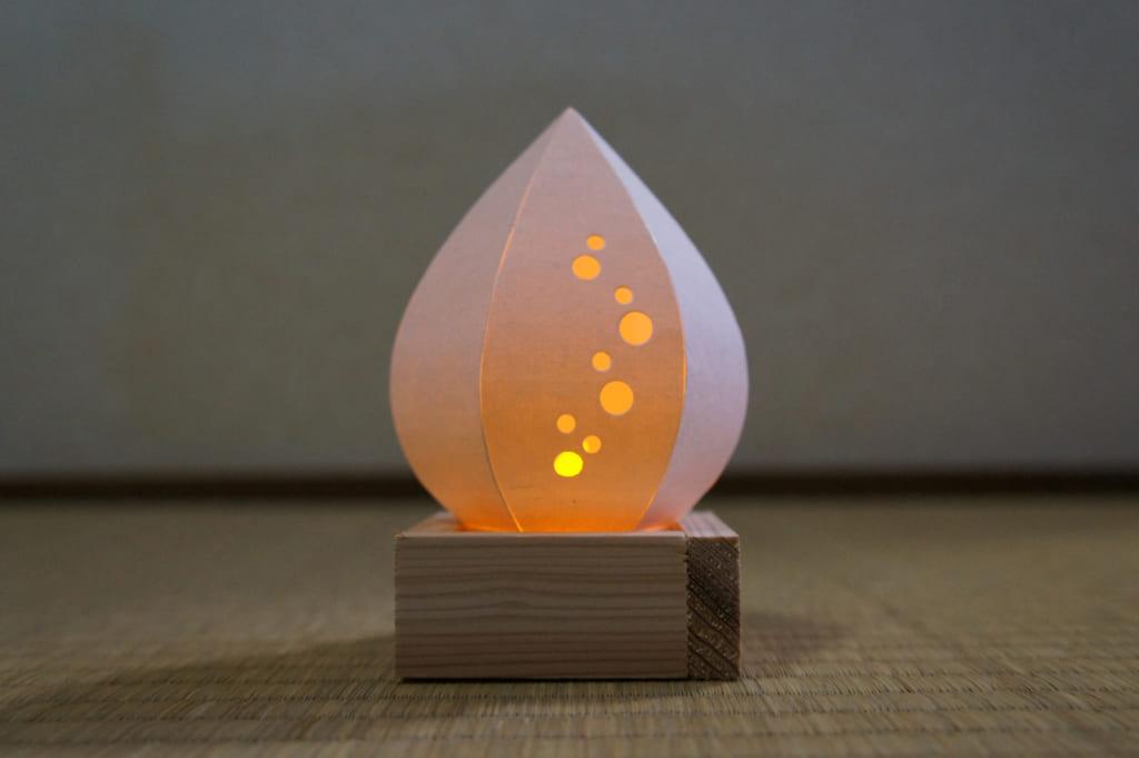 La lampe en papier terminée