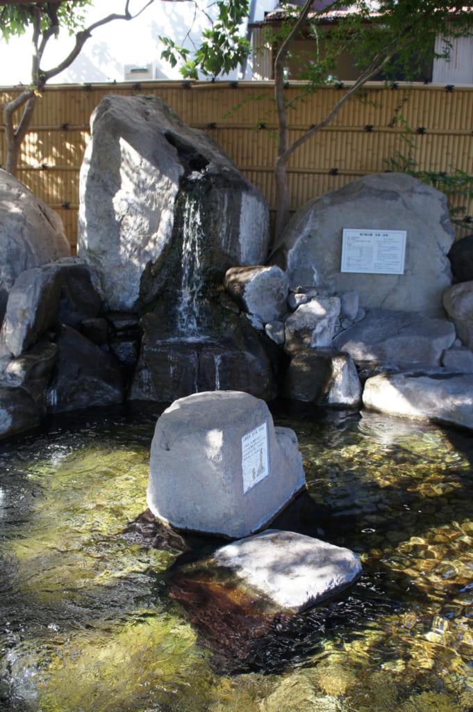 L'ashi-yu extérieur, baigné de soleil