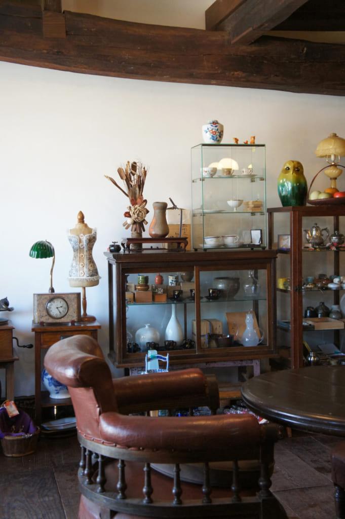 Intérieur du Antique & Café Ide à Yamaga