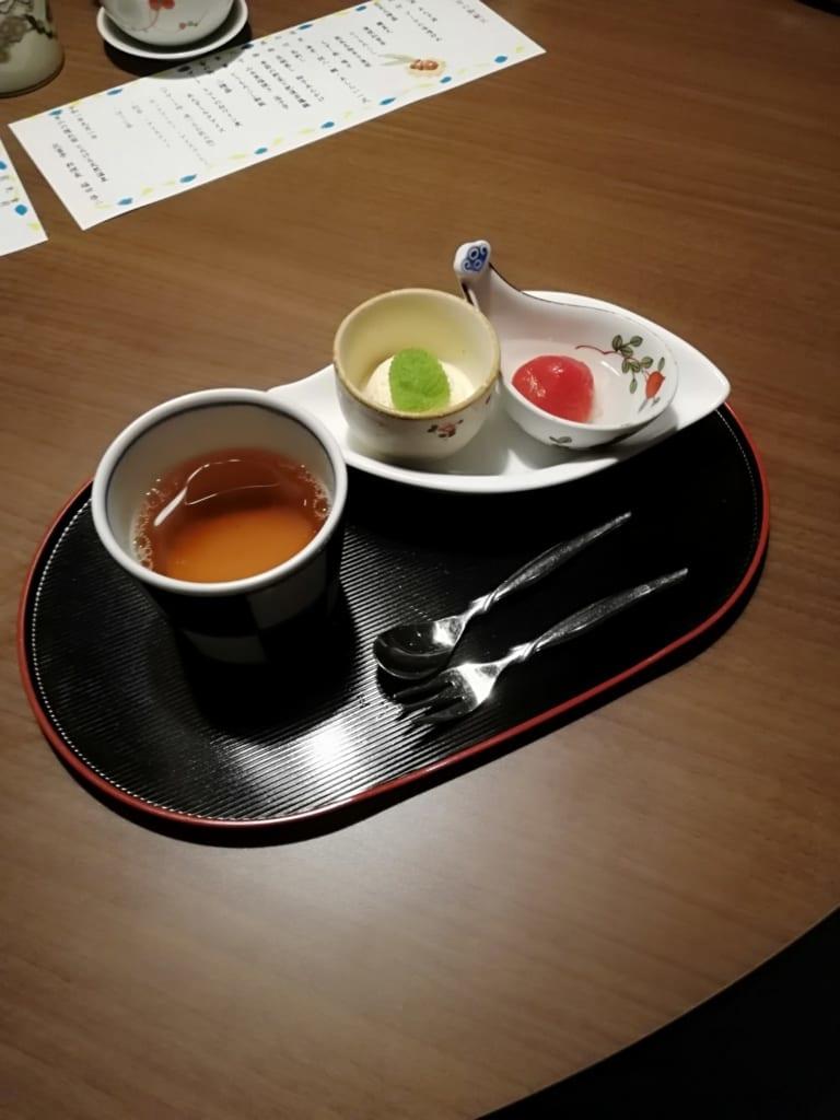 Thé et dessert du dîner Kaiseki au ryokan Kafutei
