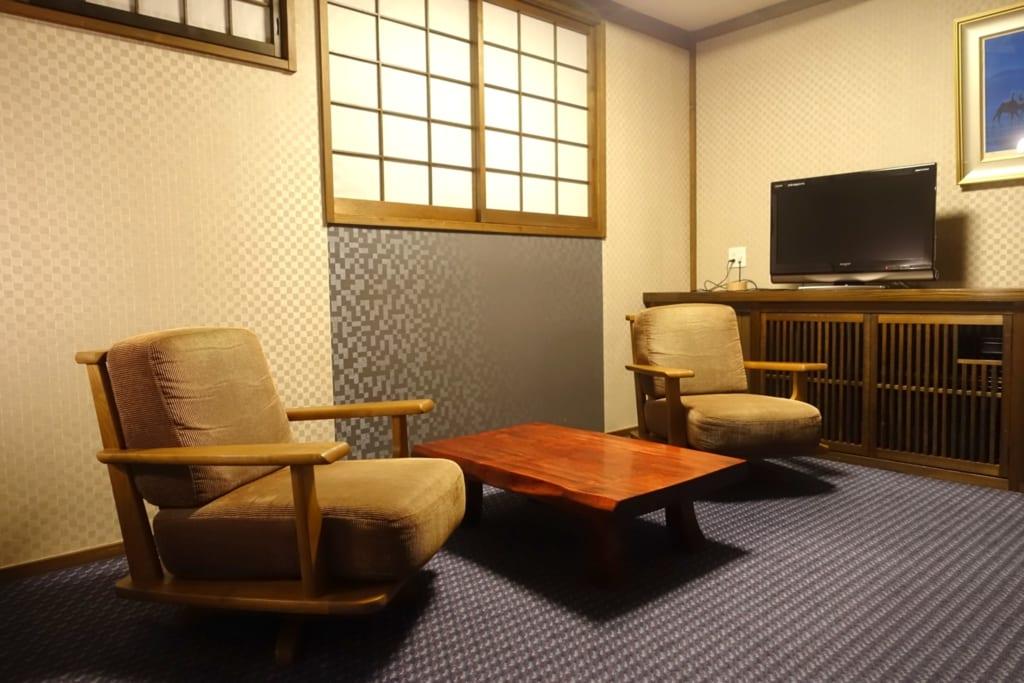 Coin lecture d'une chambre du ryokan Yunoyado Motoyu club à Yuzawa au Japon
