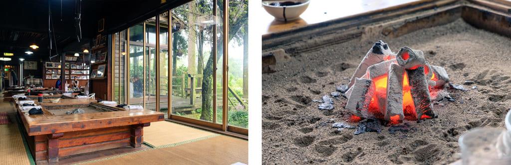 Table du Takamori Dengaku Hozonkai donnant sur le jardin extérieur et braises rougeoyantes dans le foyer