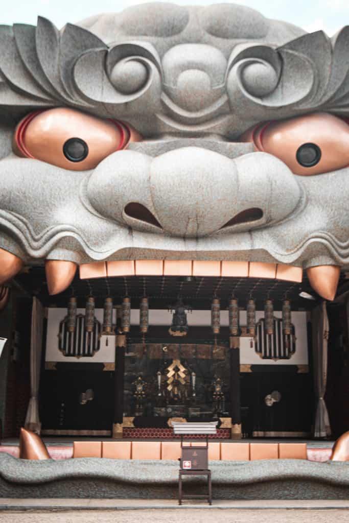 Dettagli del Santuario di Yasaka Namba, Osaka
