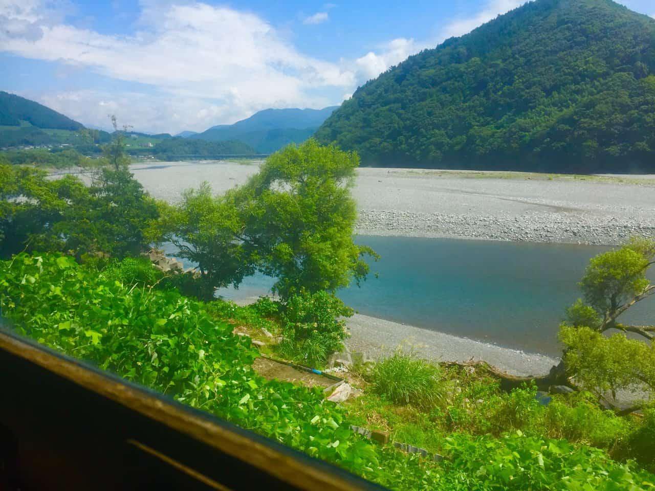 Shizuoka Oigawa Railway, train rides offer marvelous views of Japan