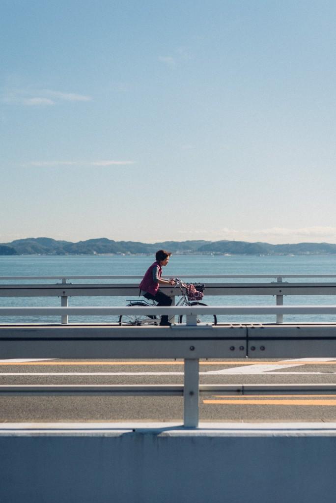 Day-trip: cyclist in Enoshima near the seaside
