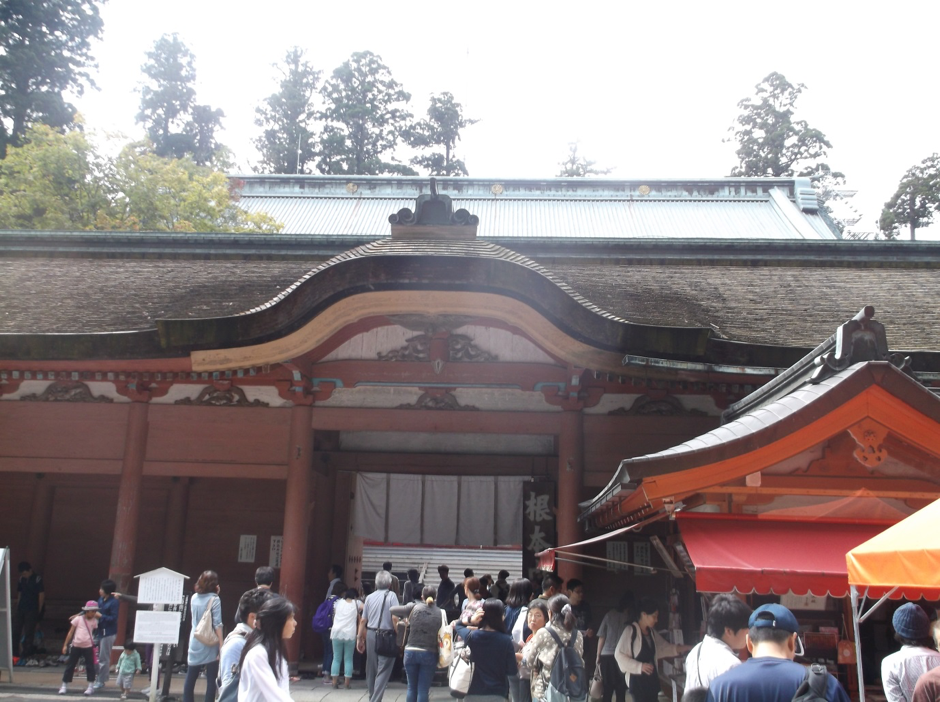Around New years day,most of Japanese people visit temple and shrine to be thankful for the year and to pray for our goodness in coming new year