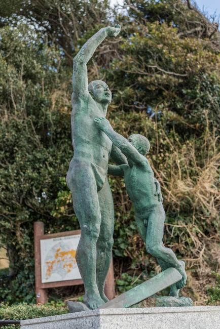 statue at Inamuragasaki beach in Kamakura