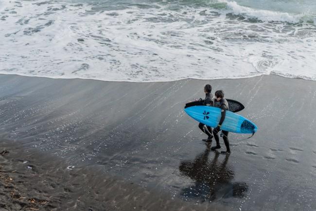 surfers in Inamuragasaki beach in Kamakura