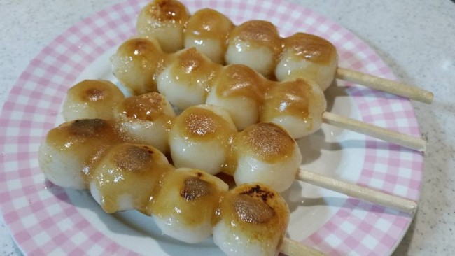 dango is made of rice flour, Japanese sweets.
