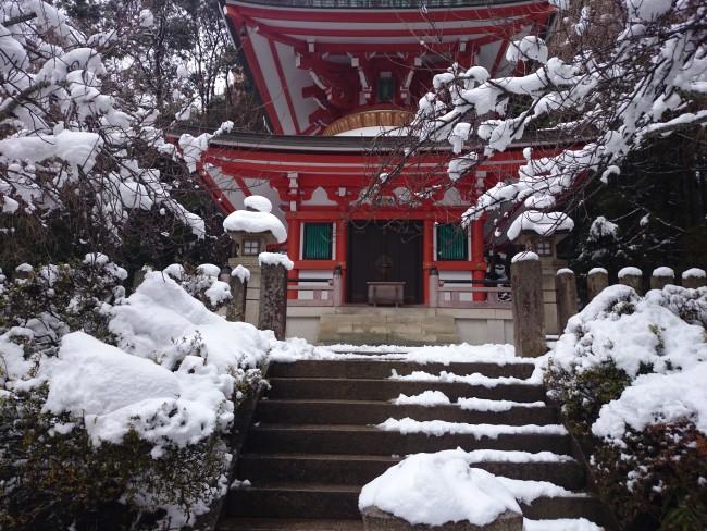 Snow surrounding the temples and shrines of Kurama and Kifune