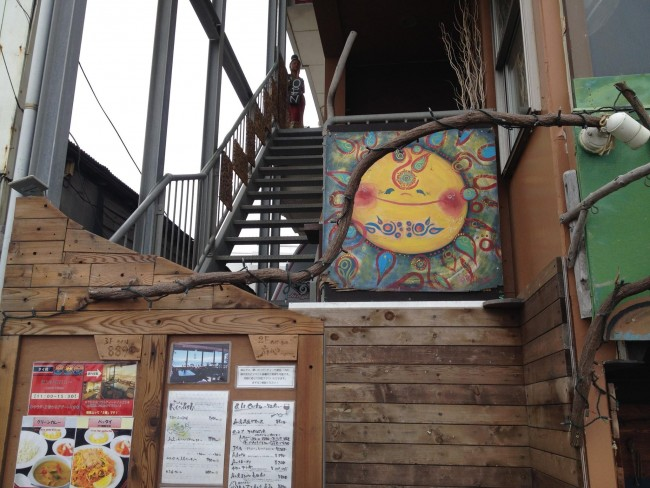 Kamakura cafe Magokoro exterior, with a menu that often features vegan or vegetarian options