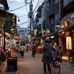 Shoe away the train and walk Tokyo city