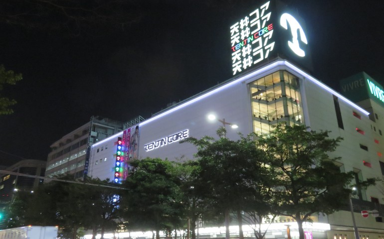 Shopping, Mall, Arcade, Stores, Shops, Restaurants, Bars, Clubs, Festival