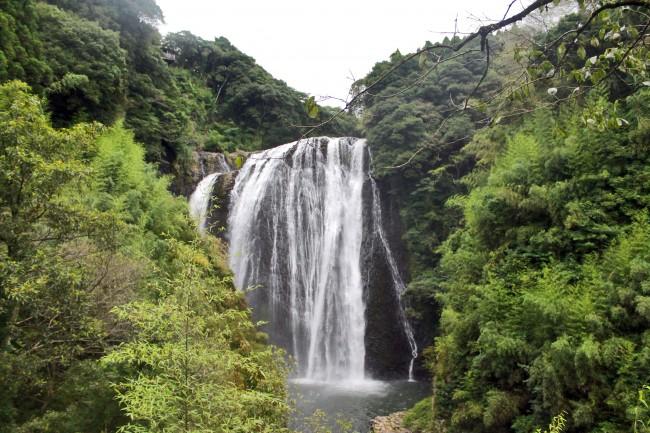 Ryumondaki waterfall surrounded by nature.