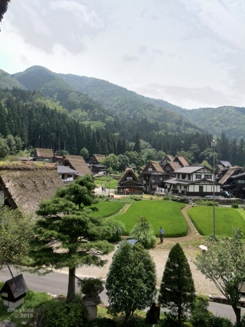 Shirakawago Village offers the beautiful Japanese countryside
