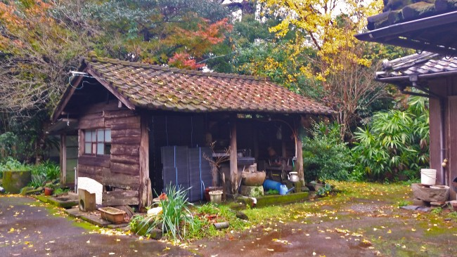 Tano Kansa - little wooden shed at a house.