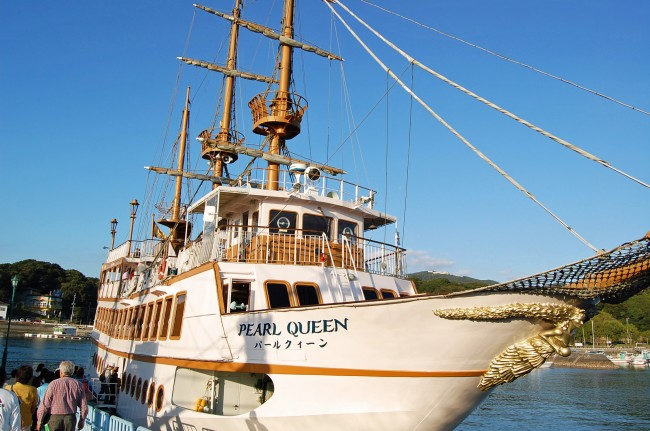 Pearl Queen, a sightseeing cruise ship
