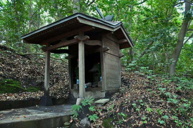 Shrine related building on the island of Sakurajima with nature all around.