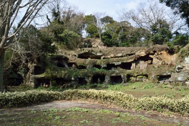 samurai graves in many tiny caves in Kamakura