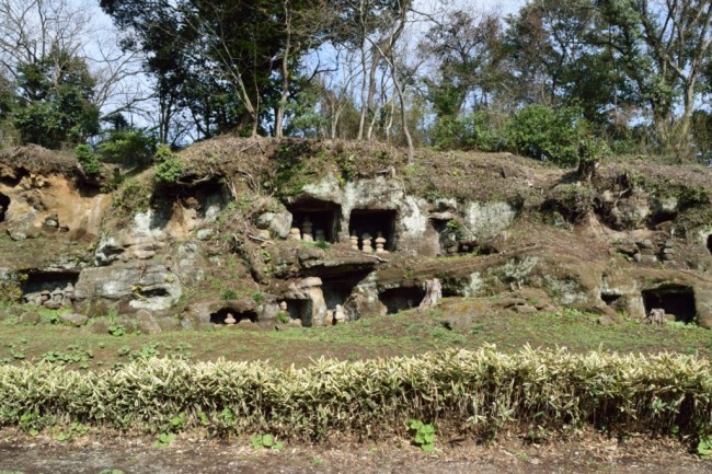 samurai graves in many small caves in Kamakura