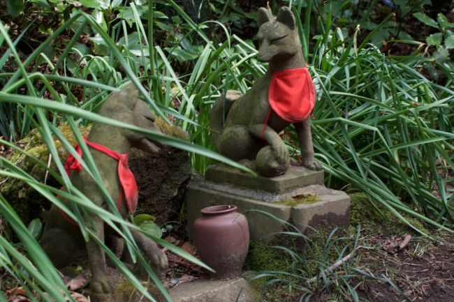 Small inari statues along the hiking path in Kamakura