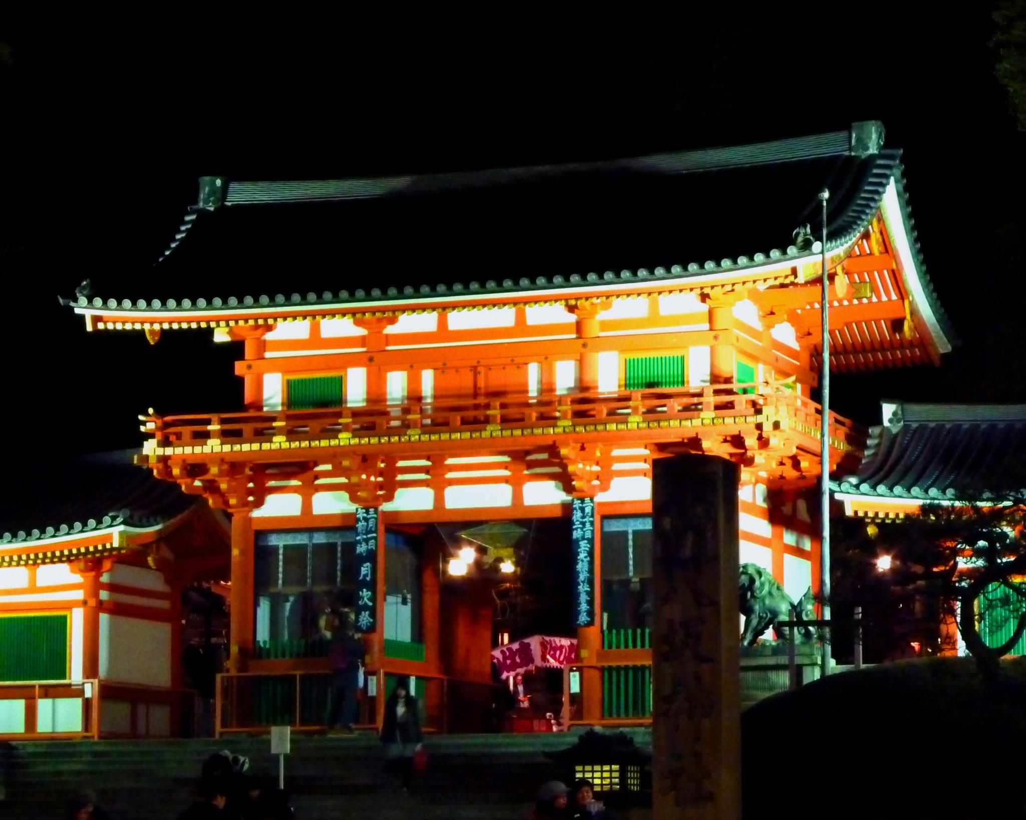 Enjoying an Evening at Yasaka Shrine, Kyoto