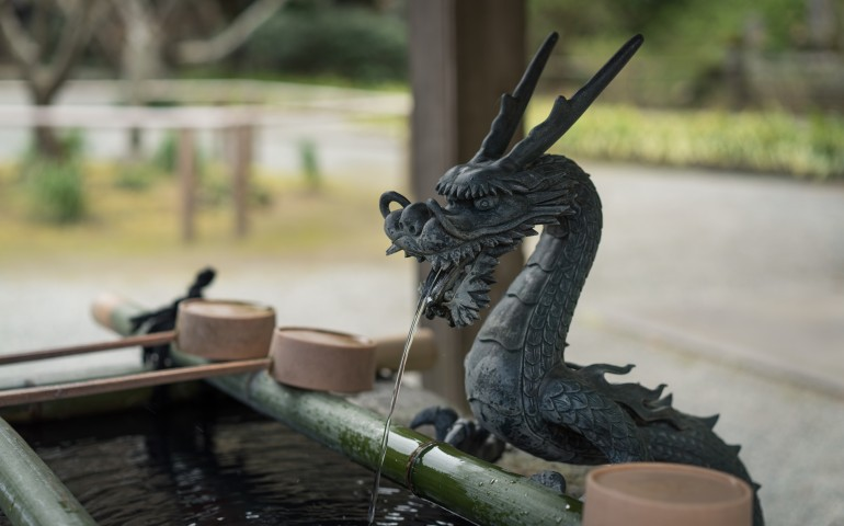 Myohonji Temple and its history, this is the area where you wash your hands. There is a dragon statue.