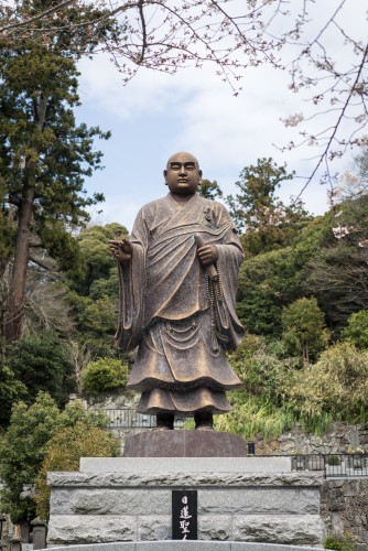 Myohonji Temple and a statue with history.