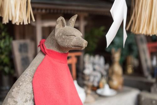 Kitsune statue at a shrine near Gionyama hiking course in Kamakura.