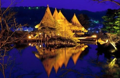 Kenrokuen in Kanazawa is Japan's top 3 garden with cherryblossom