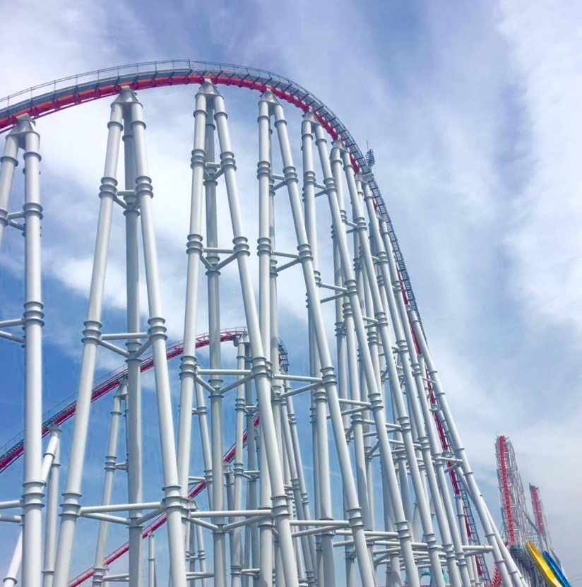 The high drops and curves of the Steel Dragon 2000