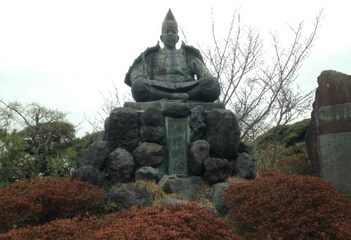 Even after hiking Kewaizaka Pass you are below Minamoto no Yoritomo's gaze, Genjiyama Park, Kamakura