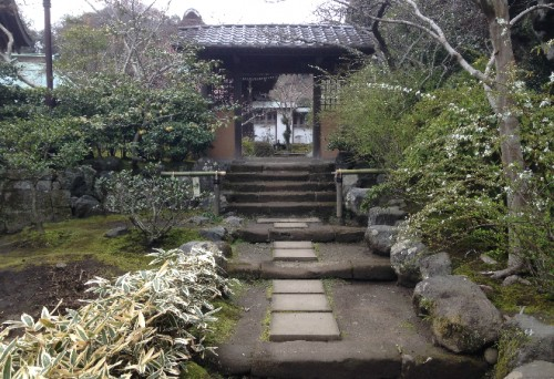 Kaizō-ji Temple gateway on Kamakura outskirts, Kamakura history