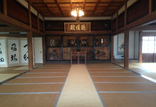 Main hall at Kaizō-ji Temple on Kamakura outskirts, Kamakura history