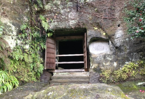 Windowed cave by Kaizō-ji Temple on Kamakura outskirts, Kamakura history
