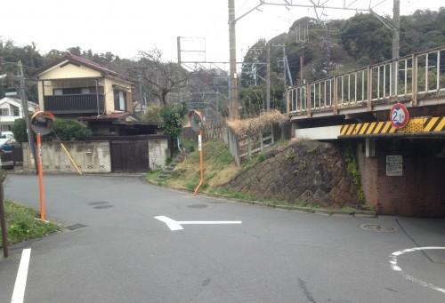 Before hiking Keiawaizaka Pass for Genjiyama Park, walk from Kamakura station