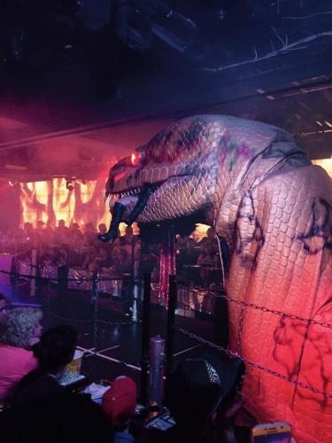 Dinosaur robot looks realistic!